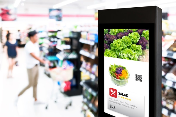lettuce salad digital signage at supermarket